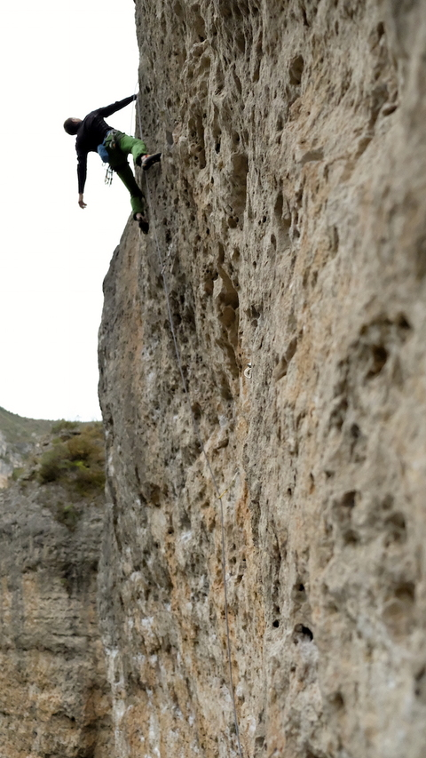 "Povilas on ""Honky tonche"" (6c+)"