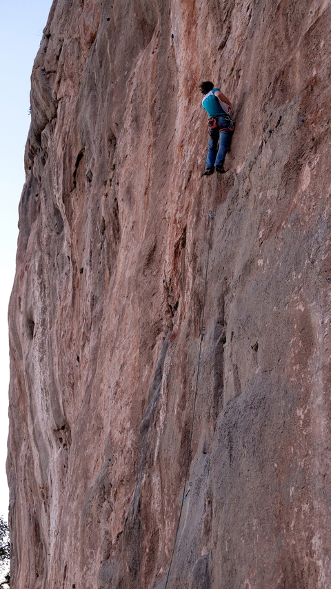 "Gedas onsighting ""Generaciòn Limite"", 7b+, during one of his evening sends' sprint"